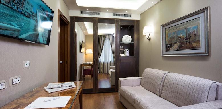 Hotel Santa Chiara, Suite City View Image