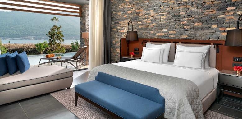 Lujo Hotel, Laguna superior