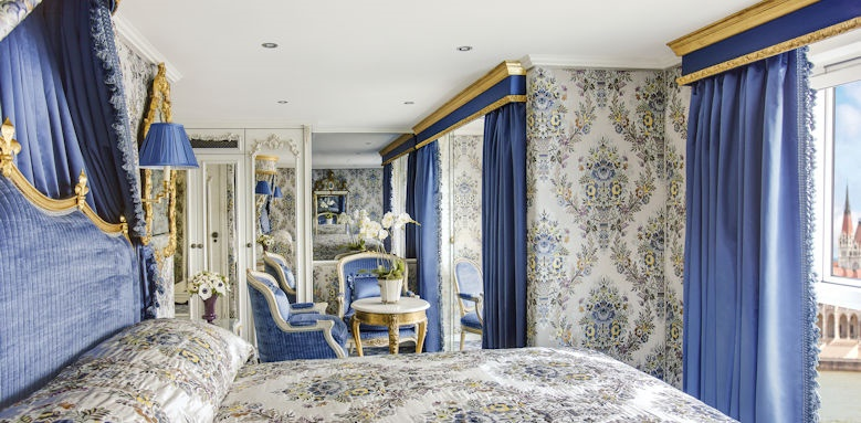 SS Maria Theresa, suite