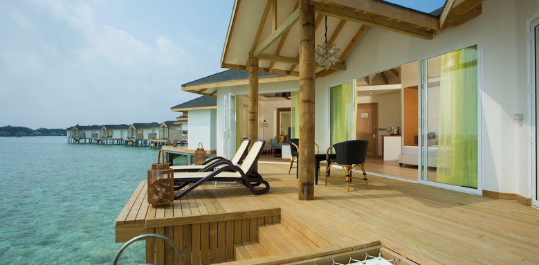Cinnamon Dhonveli, over water suite