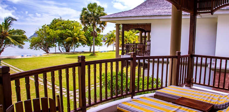 Le Domaine de la Reserve, beachfront deluxe rooms