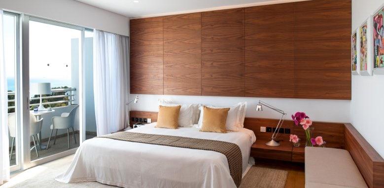 Mediterranean Beach Hotel, Aura suite