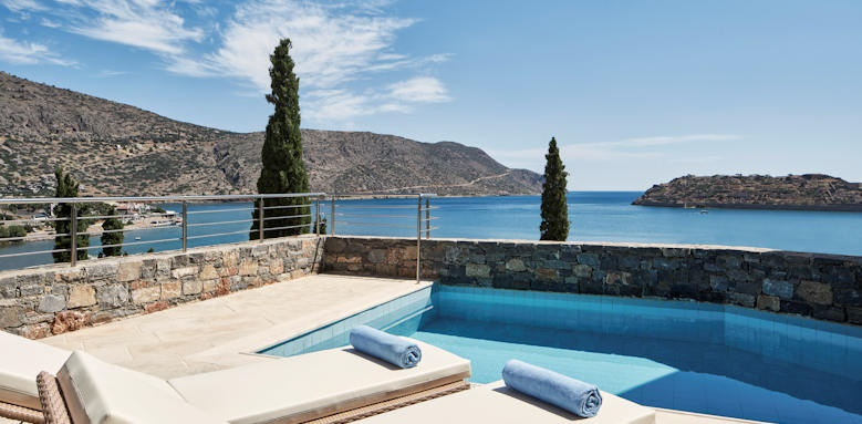Blue Palace, superior bunglaow sea view with privtae heated pool