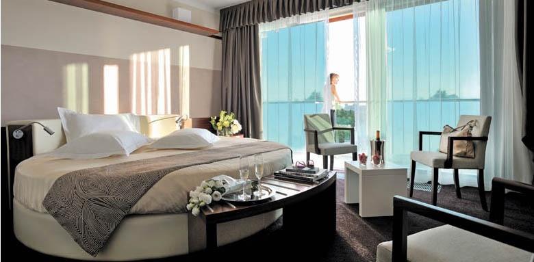 Aqualux Hotel Spa Suite & Terme, round suite