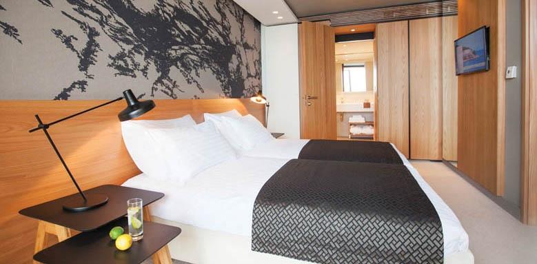 Hotel Dubrovnik Palace, junior suite bedroom