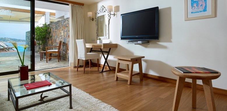 St. Nicolas Bay Resort Hotel & Villas, Executive junior suite