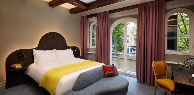 Hotel Pulitzer, Generous canal view room