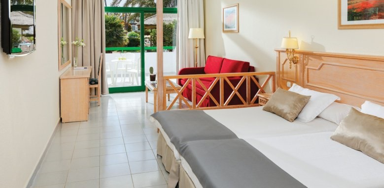 H10 Lanzarote Princess, family room