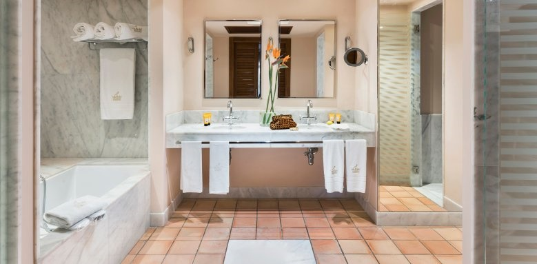 bahia del duque, suite bathroom