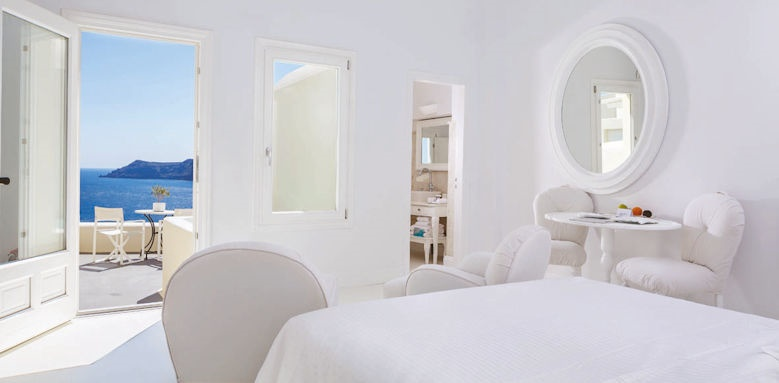 Canaves Oia Suites, superior suite with plunge pool