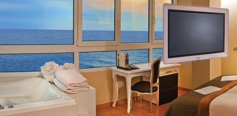 Villa Venecia, Jacuzzi Yacht Club view