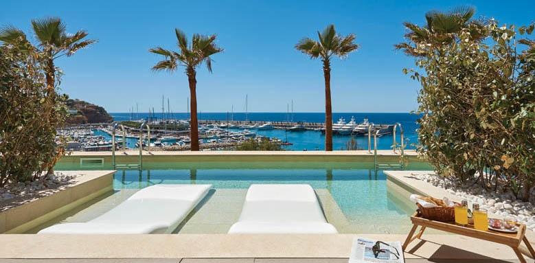 Pure Salt Port Adriano, swim up terrace