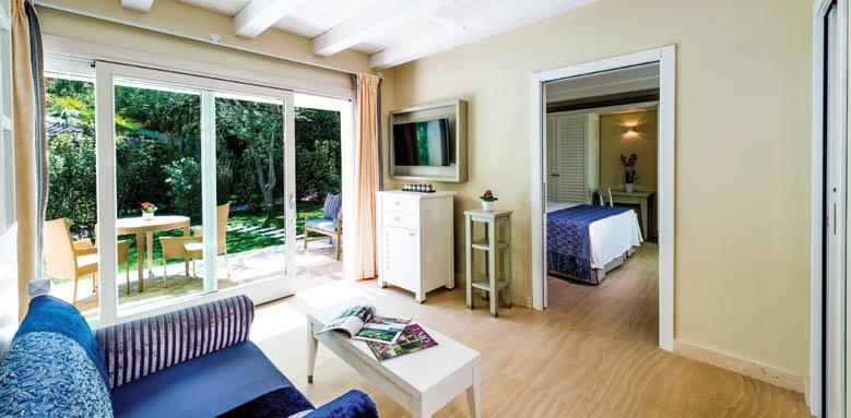 Hotel Bounganville, Deluxe family plus bungalow