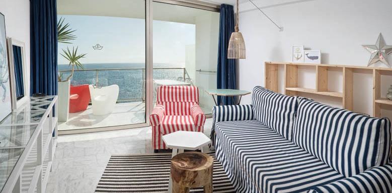 Marina Suite, Standard