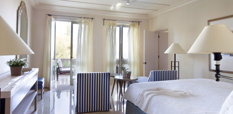 Anassa, studio suite interconnecting