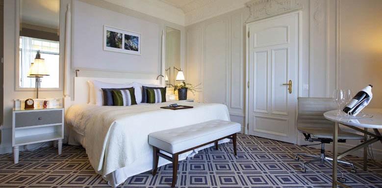 Fairmont Le Montreux Palace, deluxe room