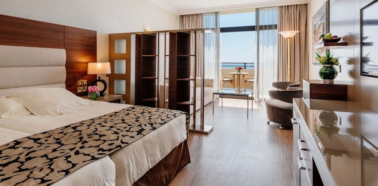 amathus beach hotel limassol, juniors suite