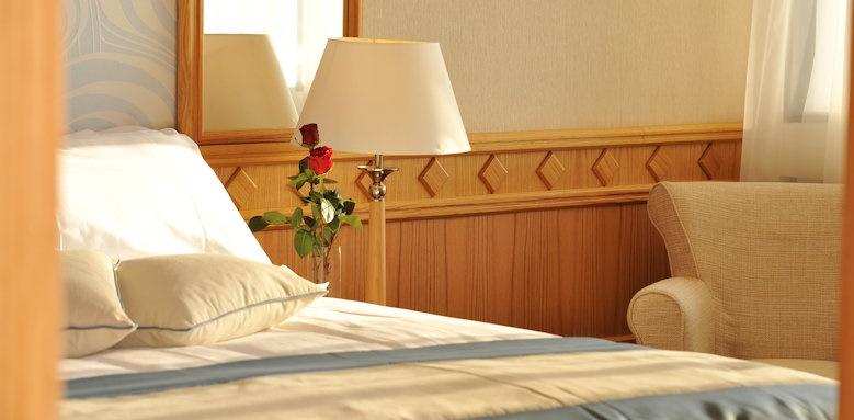 Constantinou Bros Asimina Suites Hotel, executive suite bedroom