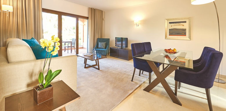 cascade wellness resort, 1 bedroom apartment living room
