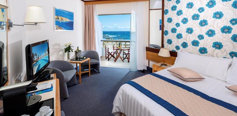 Constantinou Bros Athena Royal Beach Hotel, Twin sea view room